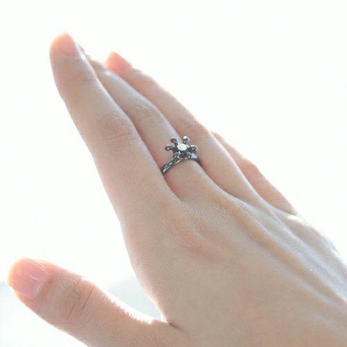 【ジャムホームメイド(JAMHOMEMADE)】リアル & イミテイト ミルククラウン リング - ブラック / 指輪