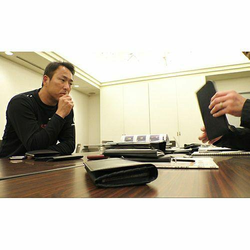 長財布 / 黒田博樹モデルウォレット -NAVY- メンズ レザー ネイビー レッド 広島 カープ 高級 シープスキン/羊革 収納力 人気 コレクター