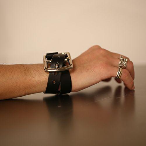 ブレスレット / POST 2巻レザーブレスレット -BLACK- メンズ レザー イタリアンレザー 人気 ブランド 太め おすすめ バックル リスシオ ギフト プレゼント