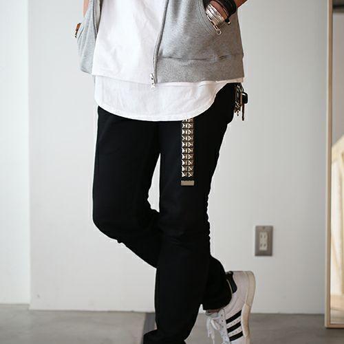 小物 / カッティングエッジ スタッズキーホルダー -BLACK- メンズ ブランド ベルト 人気 レザー/革 ブラック ヌメ革 シンプル スタッズ パンク ロック