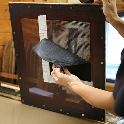 二つ折り財布 / 6月 誕生石 ムーンストーン 印傳屋(印伝屋) ミディアムウォレット・がま札財布 -LEOPARD- メンズ レディース 上原勇七 ブラック 人気 誕生日 プレゼント カード ウォレットチェーン 日本製
