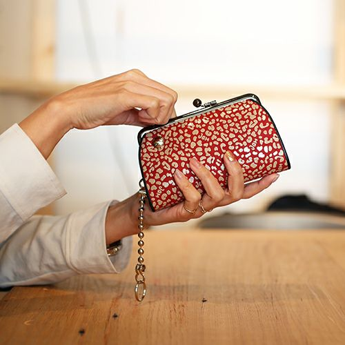 印傳屋(印伝屋) 親子がま口財布 RED×WHITE -LEOPARD-
