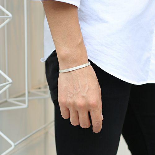 【JAM HOME MADE(ジャムホームメイド)】はじめてのバングル M (3点セット) / ブレスレット メンズ ペア ブランド シルバー 細め 太め 人気 付け方 平打ち 重ね付 ごつめ 安い おすすめ 服を着るならこんなふうに