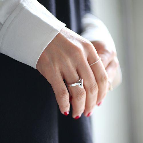 """""""ア"""" から立て爪リング / 指輪"""