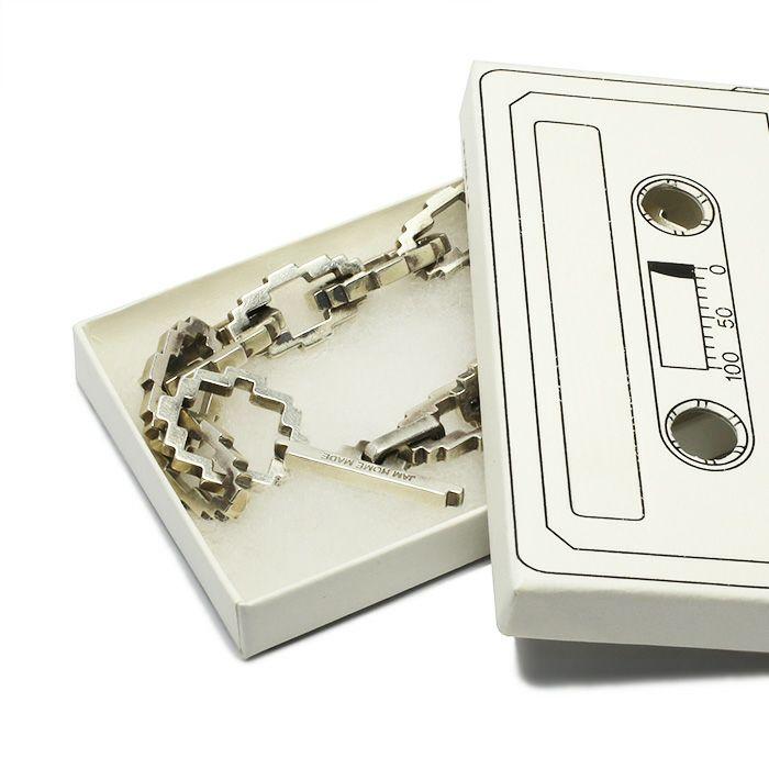ブレスレット / 8ビット ブレスレット メンズ レディース シルバー 人気 ブランド おすすめ 8bit 本物 プレゼント 誕生日 ギフト Vaporwave ヴェイパーウェイヴ カセットテープカルチャー 重ね付け アナログメディア 音楽 ユニーク