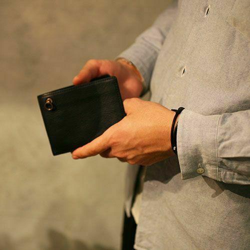 8月誕生石 アリゾナレザー 二つ折り財布 - ブラック / ミディアムウォレット / 財布・革財布 > メンズ 財布 > メンズ 二つ折財布・三つ折財布